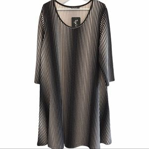 Forget Me Not black & white loose flowing dress 1x